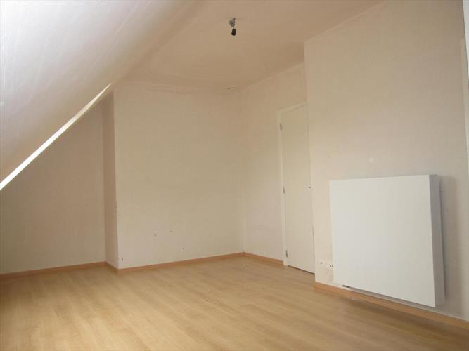 recent appartement met garage en kelderberging