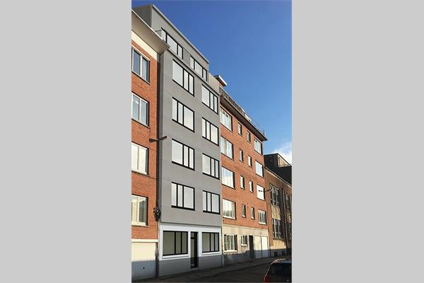 Business-flat close to train station !