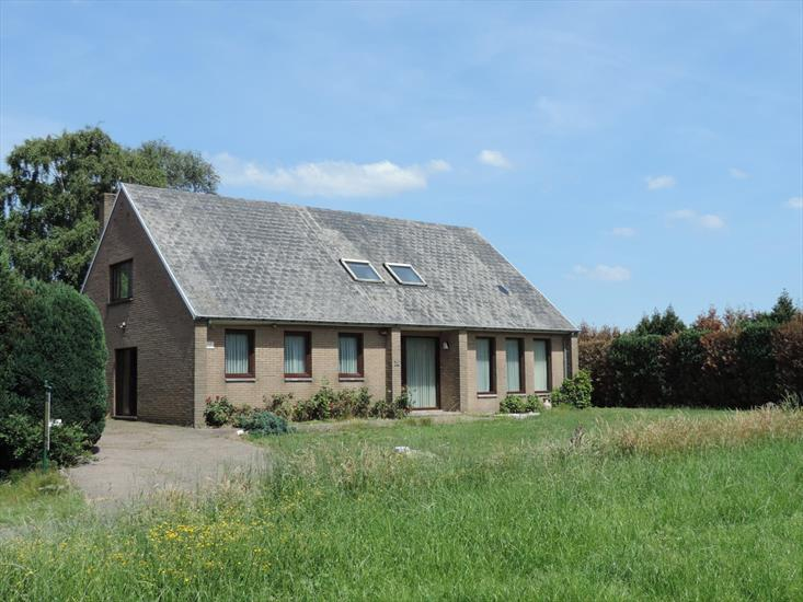 House with authentic farm in 5ha in Bree