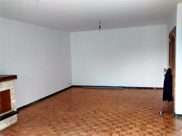 Duplex appartement met private tuin en garage.