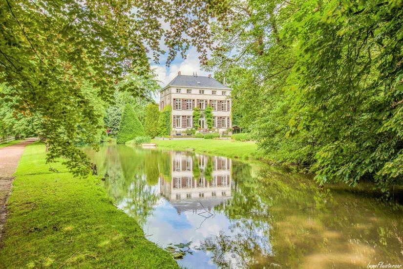 Castle for sale in Asse
