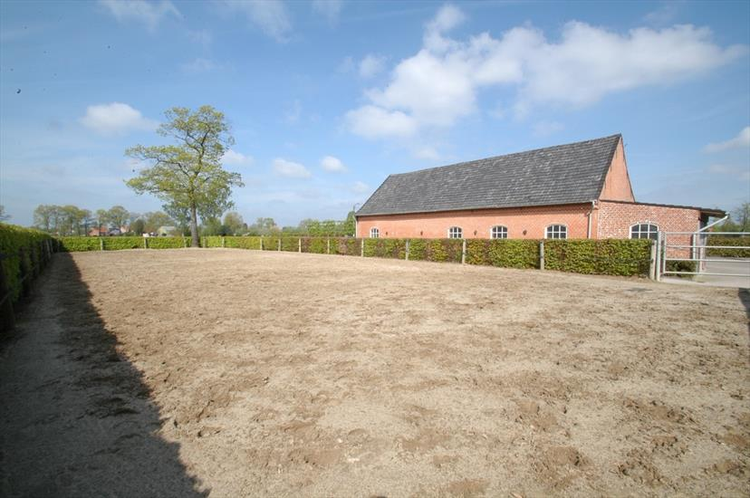 Country house sold in Ravels