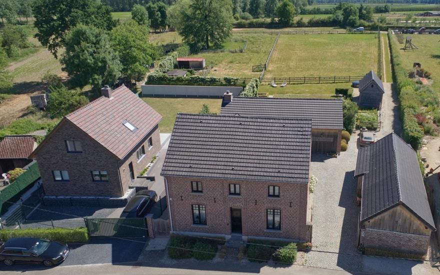 Luxurious farm with stables on ca 71 a in Wellen