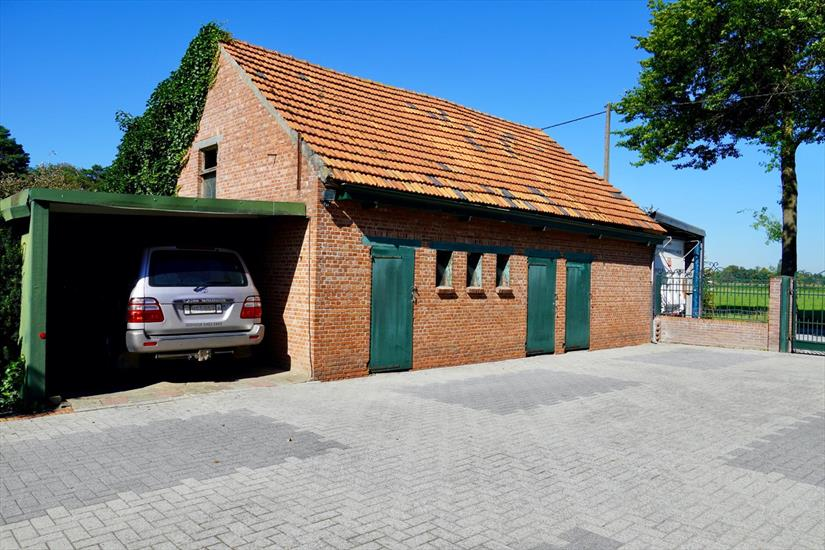 House with stables on approximately 2,5 ha in Ravels
