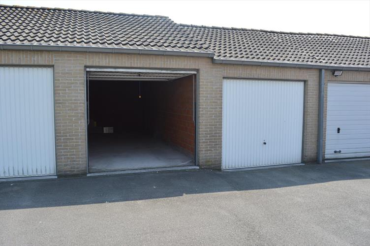 Garagebox in het centrum van Rollegem-Kapelle