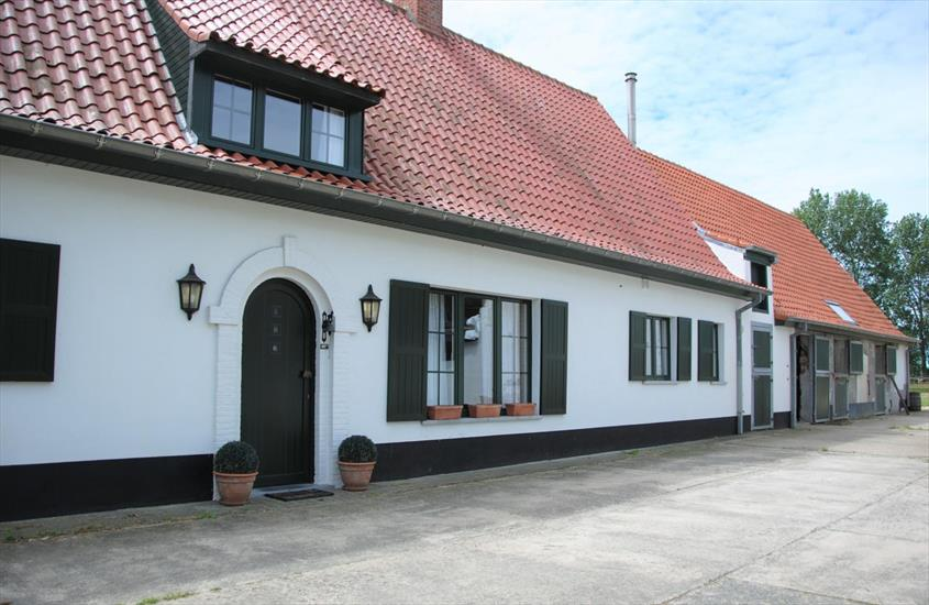 "Charming farmhouse ""Zwanehof"" in an idyllic location in Lissewedge, near Bruges on approximately 2,69 ha"